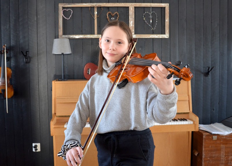Onnea! Torstain nimipäiväsankari Peppi Lankinen on soittanut viulua pienestä asti. Hän soittaa eniten kansanmusiikkia.