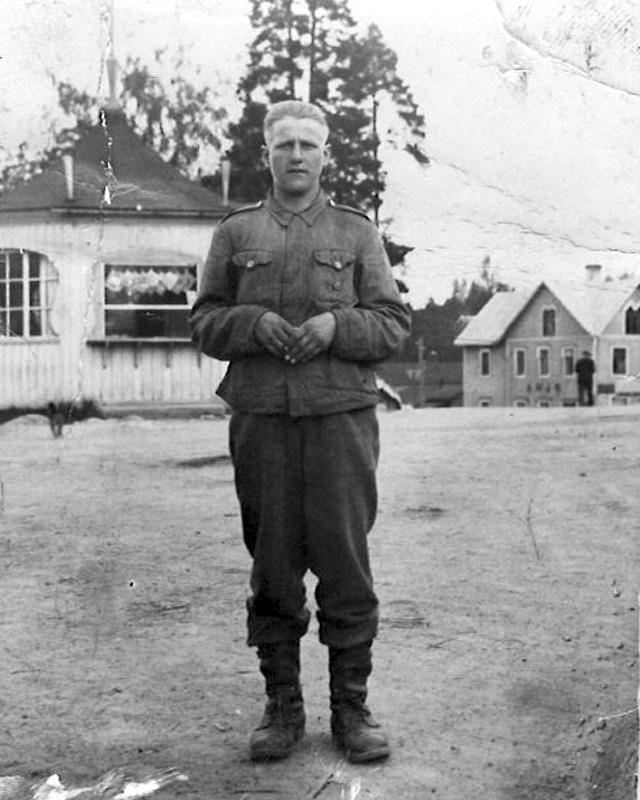 Väinö Mäkelä nuorena sotilaspoikana.
