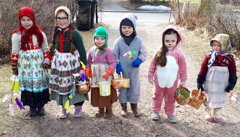 Lastenlapset Fanny (5), Emelie (6), Lilli (3), Väinö (5), Sophie (4) ja Taika (3).