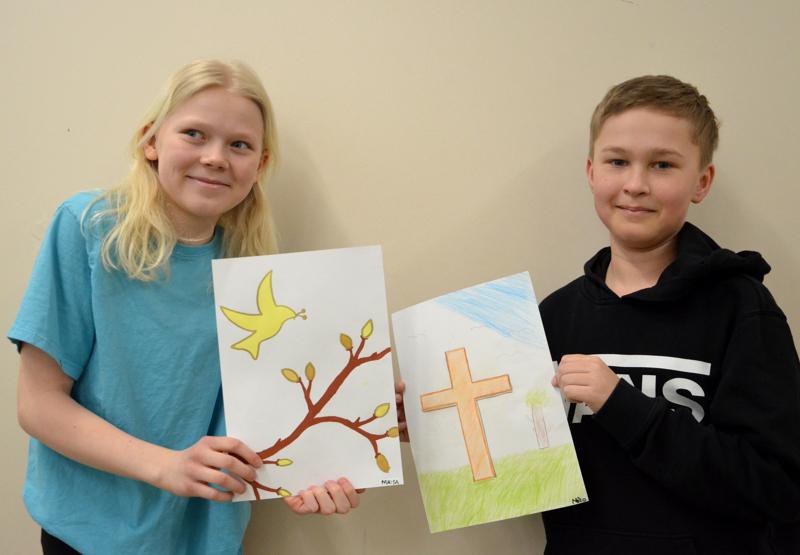 - Erilainen kuin vanha kirkko, Maisa Kinnunen luonnehtii Ylivieskan uutta kirkkoa. Myös rauniokirkon risti oli ilmiselvästi vaikutteena Miko Kuulan kuvassa.