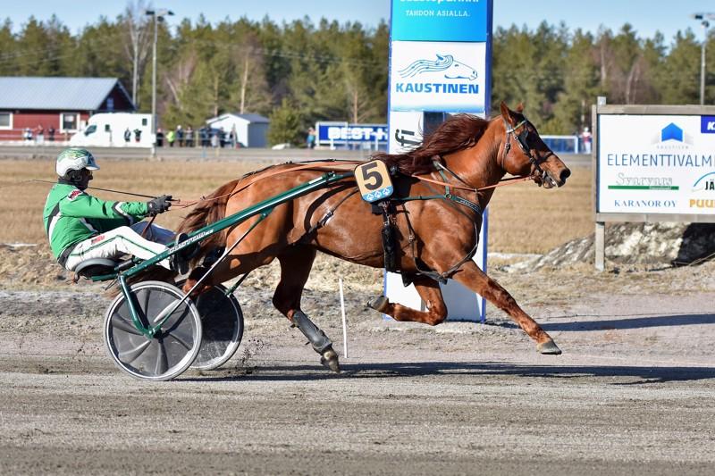 Pelimanni-ajo toi kauden kolmannen ykkössijan Hevosmaailma-Tallin Lissun Eerikille.