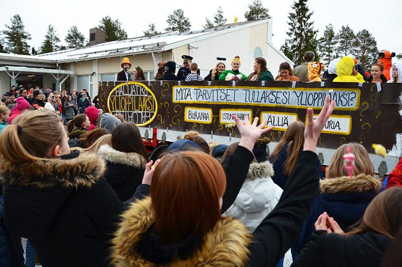 Penkkariajelu kuorma-auton lavalla ei tänä vuonna onnistu, mutta kokonaan tilaisuudesta ei Haapaveden lukiolla luovuta.