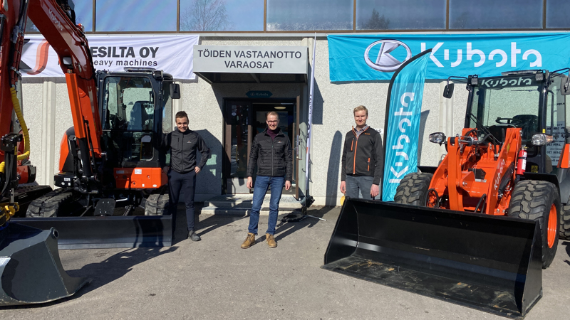 Konesilta Oy laajenee pk-seudulle ja avaa toimipisteen Tuusulassa tässä kuussa. Vasemmalta  Kristian Lylykorpi, Ville Kyllönen ja Mikko Vinkki.