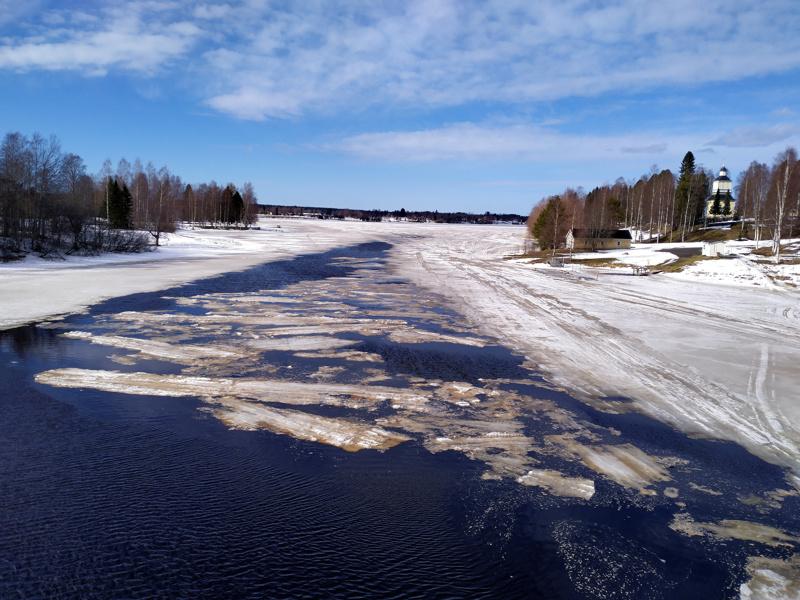 Kalajoki vapautuu jäistä Haapajärvellä.