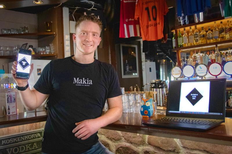 - Drinket-lippuja voi ostaa etukäteen ja käyttää niitä sitten, kun se asiakkaalle parhaiten sopii, ohjeistaa Kilta Barin yrittäjä Gary Timm.