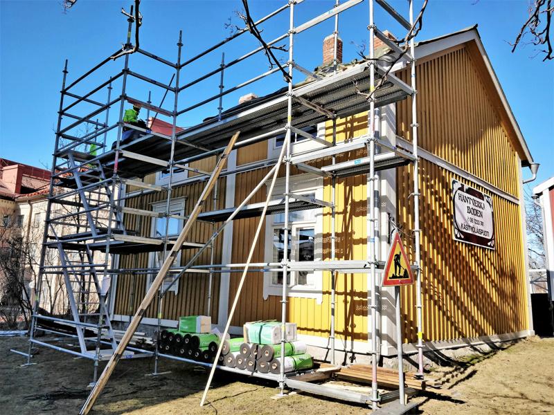 Asuinkäytössä Silfverbergin talo tai hattumaakarin talo toimi vielä 1970-luvulle asti. Kotiteollisuuden ystävät avasivat talossa käsityöläispuodin kesällä 1988.