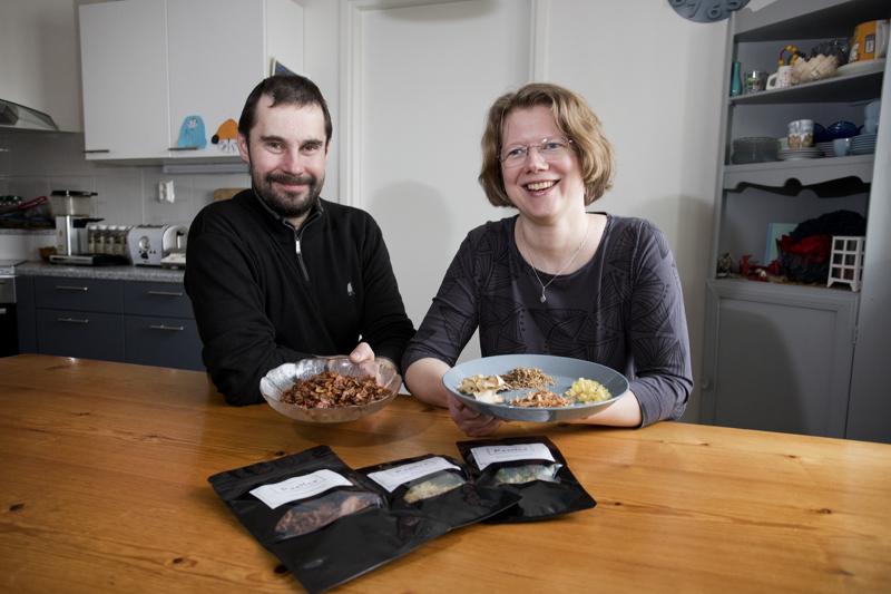 Pekka ja Hanne Kluukeri jalostavat kuivattuja kasviksia elintarvikkeiksi. Tuotevalikoimassa on tällä hetkellä sipsit ja sosekeitot.