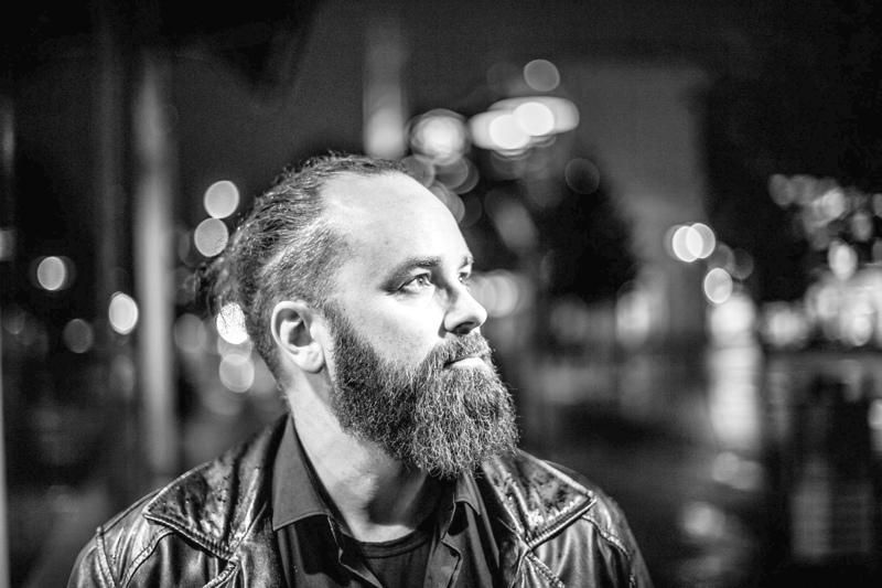 Juho Kinaret julkaisi viime vuonna Hahmo-levyn. Lauluntekijäklubilla päästään kuulemaan hänen kappaleistaan akustiset versiot.