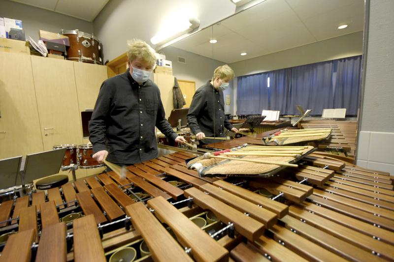 Pehmeä-ääninen marimba on yksi lyömäsoittaja Sakari Viitalan suosikeista.