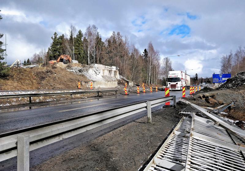 Rantatien ylittävä Kolpintien silta vuodelta 1959 katosi kaupunkimaisemasta maanantain ja tiistain välisenä yönä.