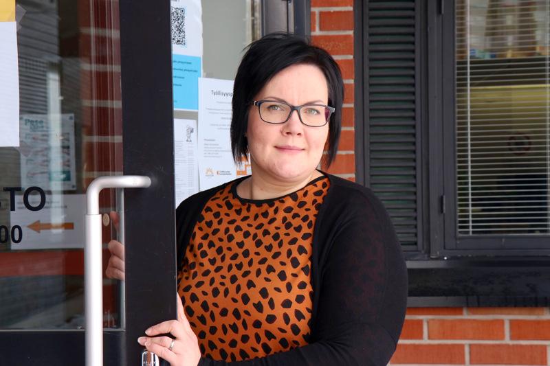 Työllisyyden kuntakokeilussa palvelut halutaan tuoda mahdollisimman lähelle asiakasta. Tapaamiset voidaan sopia vaikkapa omalle kunnantaloille, kertoo työllisyyskoordinaattori Anna Nieminen.