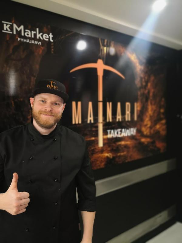 K-market Pyhäjärven kauppias Arto Mäkimartti iloitsee siitä, että asiakkaat ovat innostuneet uusista ravintola-annoksista.