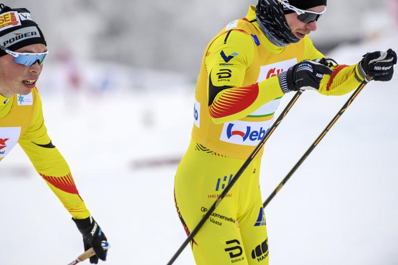 Juuso Haarala ja Joni Mäki olivat mukana Pohti Ski Teamin ykkösjoukkueessa. Kolmikon täydensi toisen osuuden hiihtänyt Joel Ikonen.