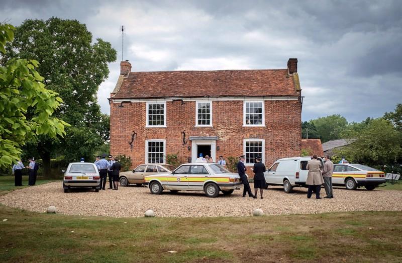 Muistelmia kuolleesta talosta. Englannin Essexissä sijaitseva White House Farm oli tv-sarjan perhesurman näyttämö vuonna 1985.