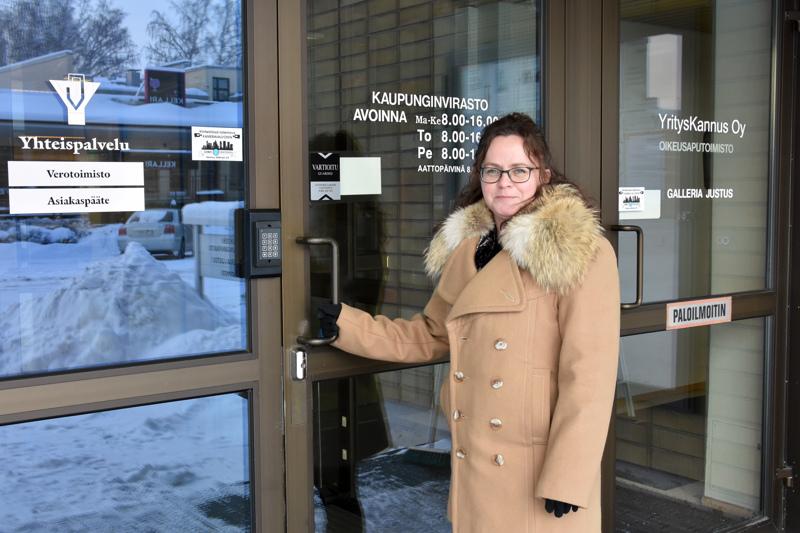 """""""Yhtenä kaupunginvaltuuston työkaluna on valitettavan vähän käytetty kyselytunti-konsepti"""", Mari Kerola kertoo mielipidekirjoituksessaan."""