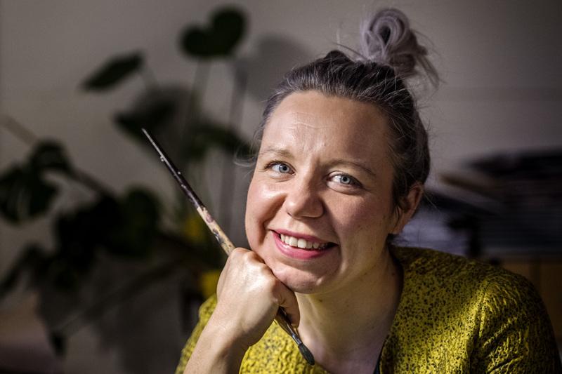 Kokkolalaisen Elina Warstan suunnittelemista viime vuoden kirjojen kansista viisi palkittiin. Yhteensä kunniaa jaettiin kymmenelle kannelle.