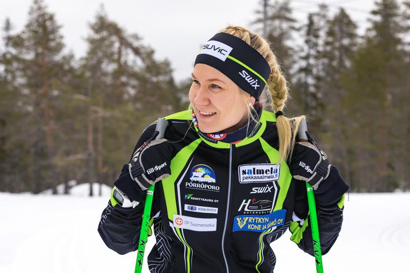 Roosa Juuska hiihti Team Skiersin viestikolmikossa tällä kaudella jo toistamiseen Suomen Cupin yhdeksänneksi. Arkistokuva.