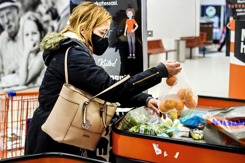 Salme Nylund Kruunupyystä kävi Minimanissa ostoksilla.