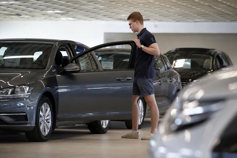 Koronakriisin aiheuttamasta automyynnin notkahduksesta huolimatta viime vuonna Suomessa myytiin enemmän vaihtoautoja kuin 2019.