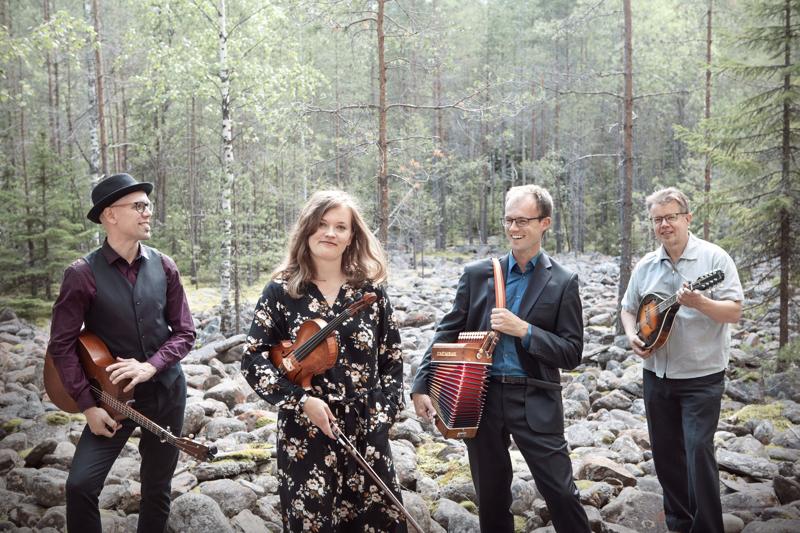 Tallarin Luontua-levy äänitettiin viime keväänä. Yhtyeessä soittavat Esko Järvelä (vas.), Katri Haukilahti, Sampo Korva ja Arto Järvelä.