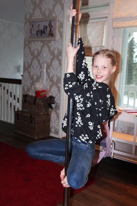 Linda haluaa isona tanssinopettajaksi. Tanssimista hän harrastaa Iina Roukalan ohjaamassa AeroDance -ryhmässä ja treenaa kotona tankotanssin alkeita.