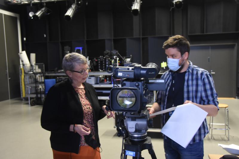 Urheilugaalan verkkolähetyksen tuottaja Satu Heinoja ja ohjaaja Juha Kiviharju kävivät suunnitelmia läpi Limen studiolla.