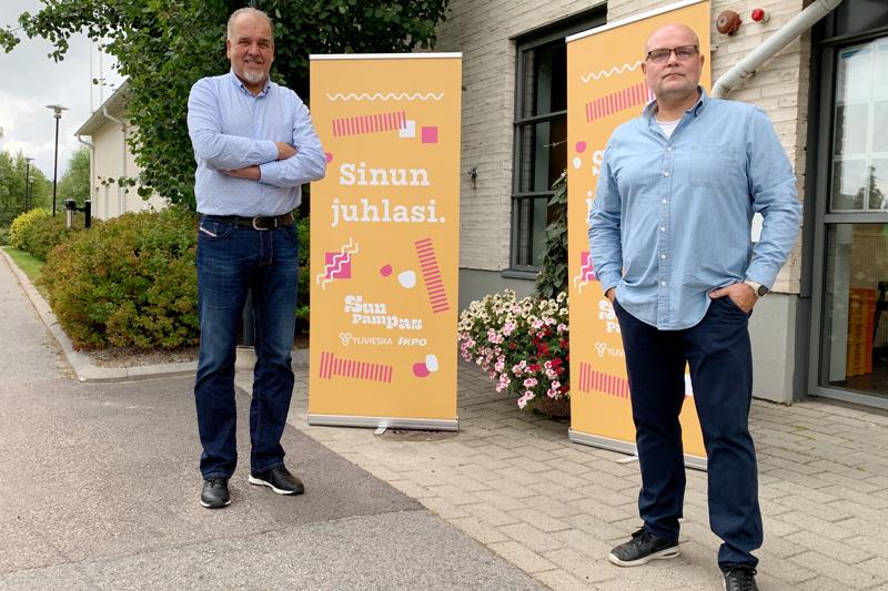 Tapahtumakoordinaattori Timo Tiilikka ja festivaalijohtaja Jaki Sivennoinen joutuivat toistamiseen siirtämään koronaepidemian vuoksi Sun Pampasin 30-vuotisfestarit.
