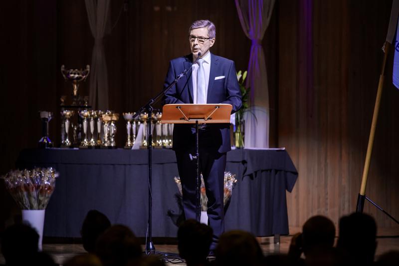 Normaalisti Keplin Urheilugaalaa on juhlittu Snellman-salilla, mutta nyt tilaisuus järjestetään etänä. Vuoden 2017 gaalassa juhlapuheen piti Hiihtoliiton Markku Haapasalmi.