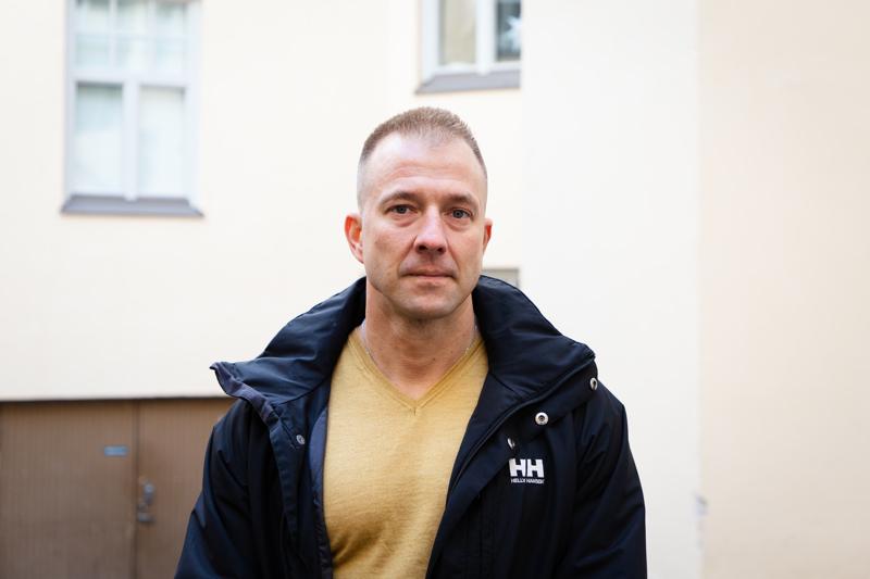 Juha Kaski on istunut ison osan aikuisiästään vankilassa erilaisten rikostuomioiden vuoksi. Nykyään hän työskentelee kokemusasiantuntijana syrjäytymisvaarassa olevien nuorten kanssa ja sanoo, ettei menetettyjä tapauksia ole.