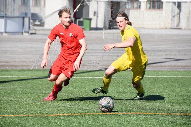Jaron Samuel Haglund (vas.) pelasi pirteästi ja teki ottelun ainoan maalin.