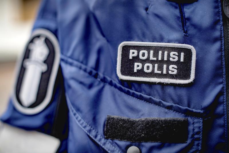 Poliisille tulee harvakseltaan ilmoituksia huonosti käyttäytyvistä koirista, kertoo rikoskomisario Årors.