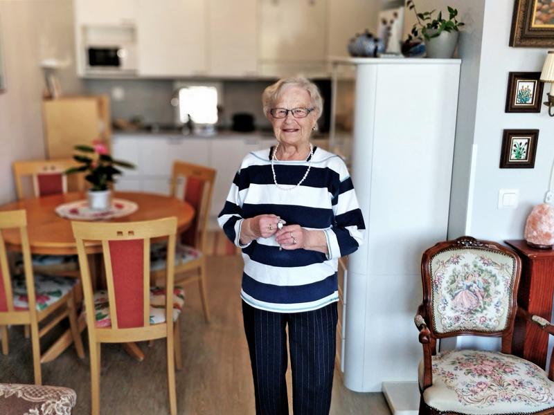 Se oikea koti rakentuu Ritva Cederbergin mielestä myös monista rakkaista muistoistapitkän elämän varrelta. Sokeripalakello vie ajatukset ripillepääsyyn ja vuoteen 1951 – kun kaikki oli vielä edessä. 29