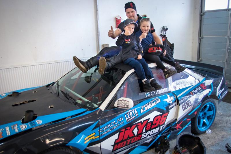 Janne, Lenni ja Linnea Ylikorpi kertovat, että drifting on koko perheen yhteinen harrastus.