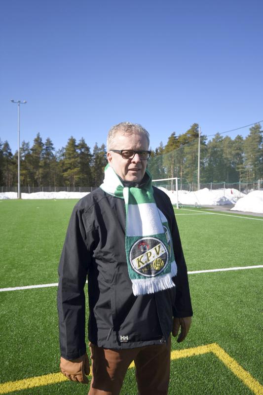 Pekka Kalliokoski on aktiivinen penkkiurheilija ja seuraa erityisesti jalkapalloa niin paikallisesti kuin laajemminkin. –KPV:n kaikki treenit tulee katsottua Keskuskentällä. Takapenkkivalmentaja en kuitenkaan ole. Niko (Kalliokosken poika, KPV:n valmentaja) saa hoitaa valmentamisen ihan rauhassa.