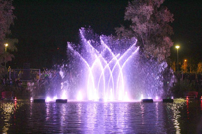 Tanssivat vedet -näytös oli yksi juhlavuoden yleisömenestyksistä.
