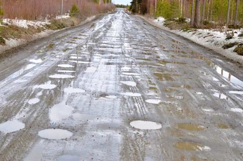 Rahaa ei tipu Lestijokilaakson teille. Jo toista vuotta peräkkäin Etelä-Pohjanmaan Ely-keskus ei löytänyt yhtään päällystyskorjausta vaativaa tienpätkää Lestijokilaaksosta.