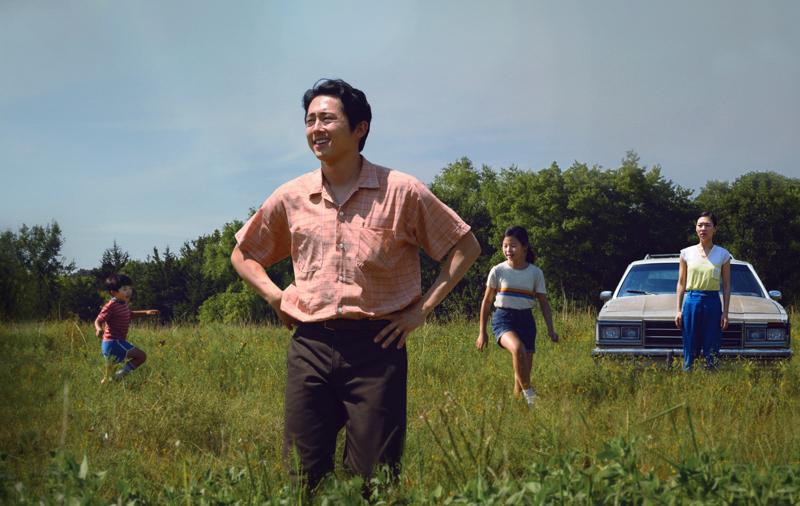 Kuuden Oscarin ehdokas Minari kertoo eteläkorealaisista maahanmuuttajista farmilla Arkansasissa. Perheenpäänä Steven Yeun.
