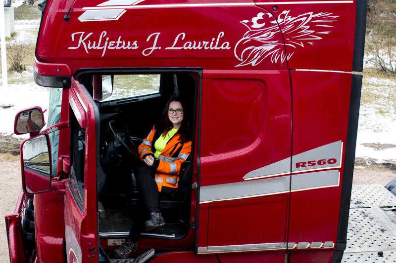 """Miia Laurilalle kertyy 3500–4500 ajokilometriä viikossa. Maitoautolla niitä tuli """"vain"""" 50000 koko vuodessa."""