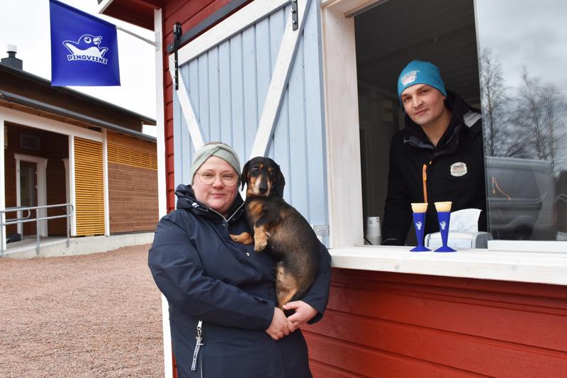 Kylpyläsaaren jäätelökioski on nimetty Martan kioskiksi Saaren vahtina viihtyvän yrittäjäparin Päivi Viitasalon ja Joni Humalojan mäyräkoiran mukaan.
