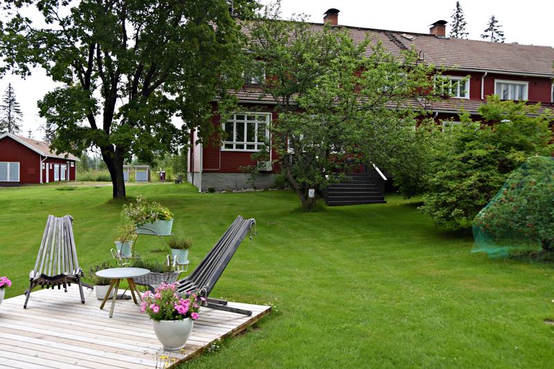 Visit Haapavesi -sivustolle kootaan yhteen paikkaan tietoa Haapaveden matkailu- ja vapaa-ajanviettomahdollisuuksista. Kuva Villa Korkatin pihapiiristä.