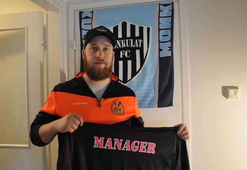 Teijo Saarikettu on pelannut sekä Monkuloissa että Väsymättömissä ja toimii tällä hetkellä myös joukkueenjohtajana.