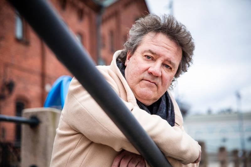 Jack Björklund Helsingin Katajanokalla. Muut kuin koomikon työt toivat pietarsaarelaisen aikoinaan Helsinkiin ja sille tielle hän on jäänyt.