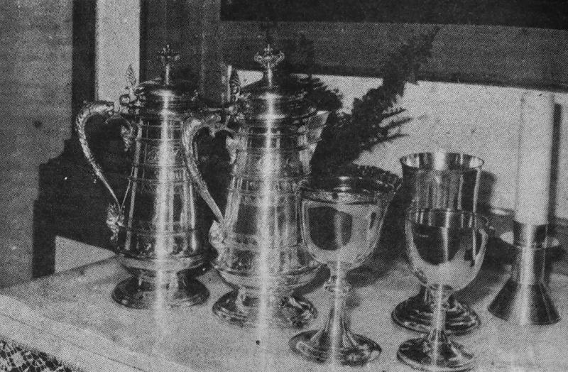 Näiden Nivalan kirkon hopeamaljojen ja -kannujen arvo rahassa mitattuna on useita kymmeniä tuhansia markkoja. Vastikään ostettu pienikin malja maksoi 5000 markkaa.