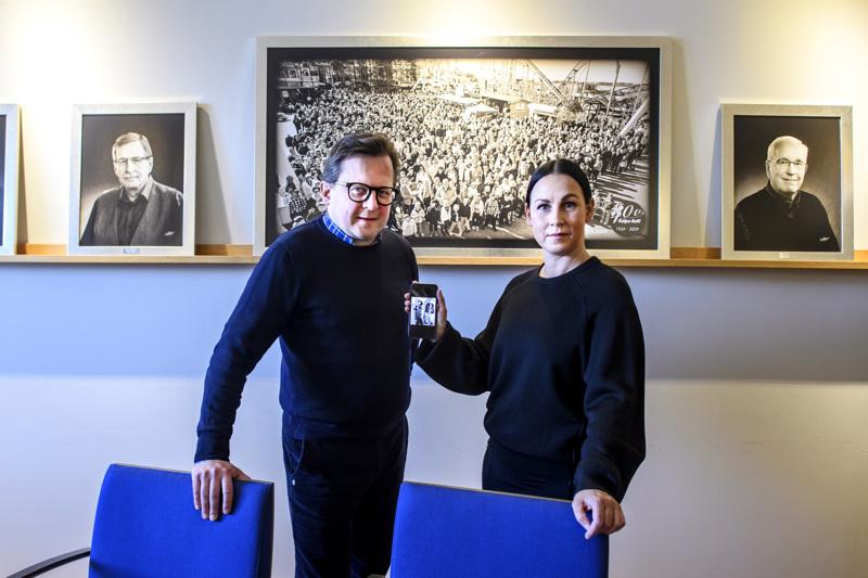 """Anne Flinckin ja Janne Ylisen ensimmäiset """"työtehtävät"""" Halpa-Hallissa ajoittuvat yli neljän vuosikymmenen takaisiin mainoskuvauksiin. Halpa-Hallin toimipaikka sijaitsi tuolloin Kokkolassa Rantakatu 21:ssä."""