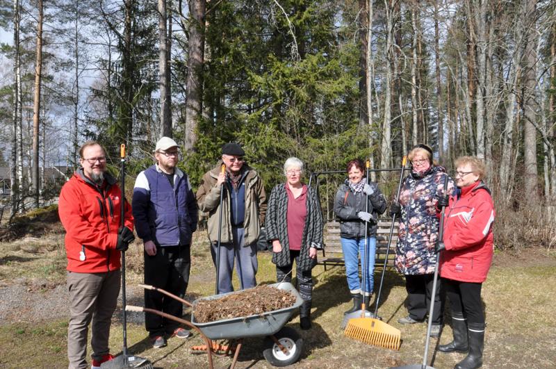 Pihatalkoissa olivat Mauri Uusitalo, Eero Laajala, Timo Hakala, Anna-Liisa Hakala, Sinikka Salmi, Eija Aho ja Jaana Taipale