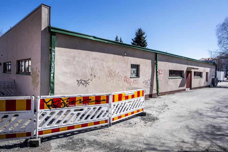 Kokkolan Kalahallin graffitit poistetaan juhannukseen mennessä.
