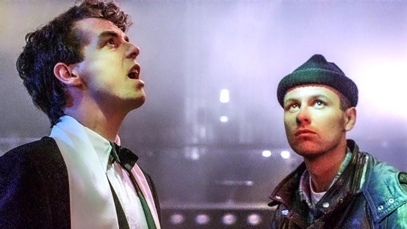 Pet Shop Boysin Neil Tennantin surullisen filmitähden ilme ja Chris Lowen tavismaisuus lyövät kättä musiikkielokuvassa.