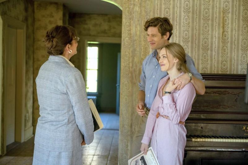 Nuoripari Catherine ja George (Amanda Seyfried, James Norton) ostavat vanhan talon maalta päästäkseen uuteen alkuun.