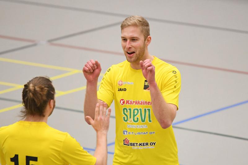 Elmer Kääntä teki jatkosopimuksen Sievi FS:n kanssa.