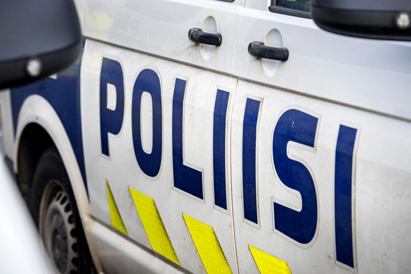 Ylivieskassa, Kaisaniemen kaupunginosassa ajo-oikeudeton ja päihtynyt kuljettaja pakeni poliisia.